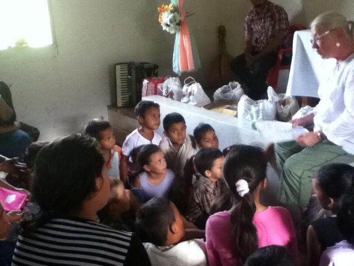 Karen Bianco leads a Bible School session with Nicaragua children.